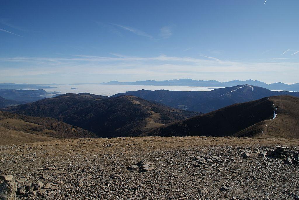 Der klassische Blick über das Nebelmeer im Klagenfurter Becken