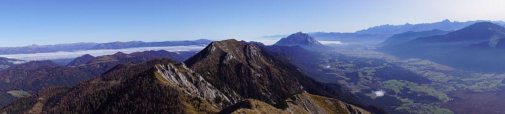 Fantastisches Panorama zurück nach Osten am Weg zum Vellacher Egel