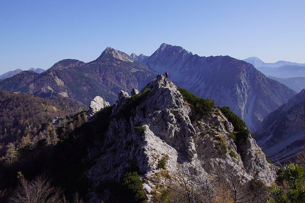 Der letzte spitze Gratturm, von hier weg wird es Richtung Loiblpass leichter