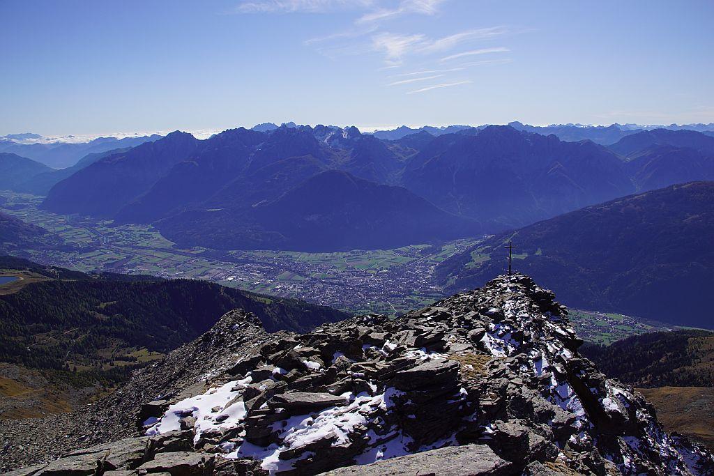 Der Blick hinunter nach Lienz und zu den Lienzer Dolomiten