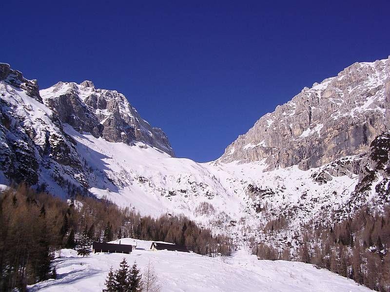 Knapp unterhalb der Casera Grantagar gelangt man in freies Gelände und es öffnet sich der Blick hinauf Richtung Bärenlahnscharte