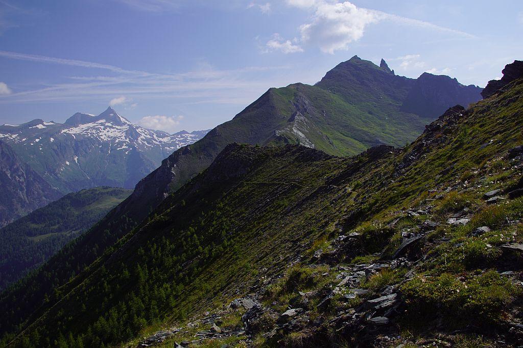Für einen Blick zum Ankogel muss man entweder auf den eigentlich Gipfel aufsteigen oder kurz Richtung Törlkopf weiterwandern.