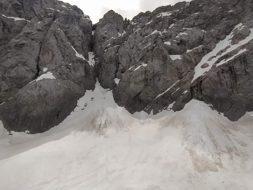 Der Wandfuß mit dem höchsten Punkt des Gletschers