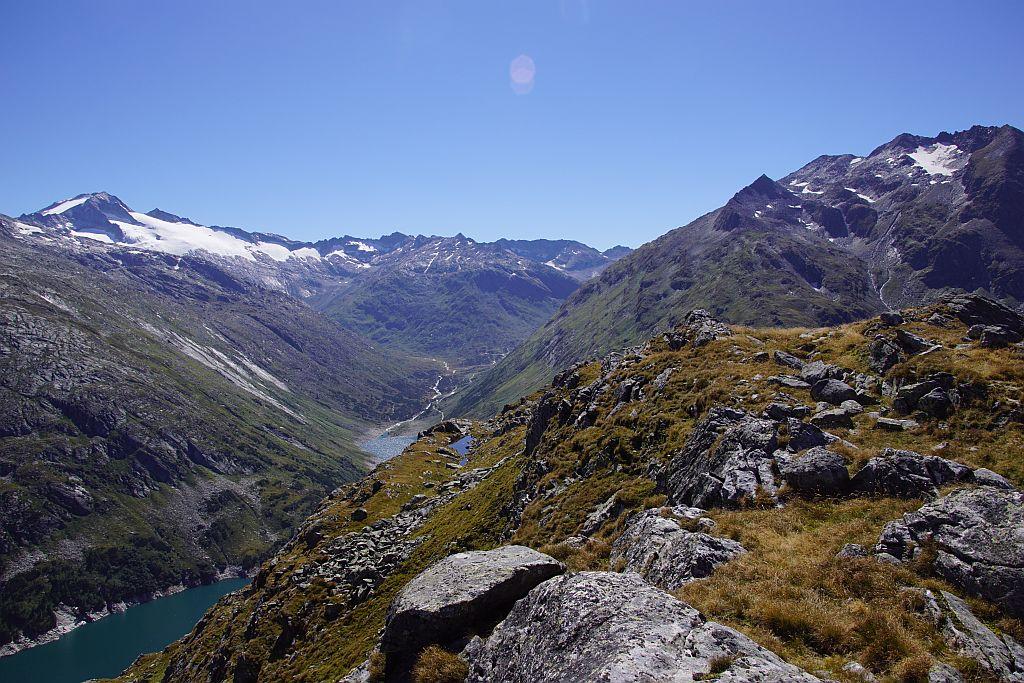 Am Südwestrand der Arlhöhe mit Blick ins Großelendtal und zur Hochalmspitze (links)