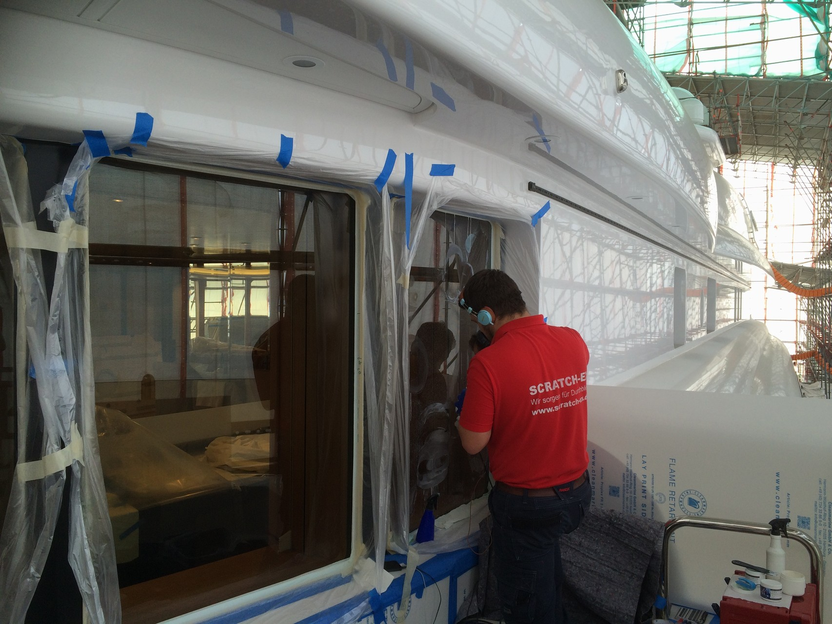 Glaskratzerentfernung bei Megayacht