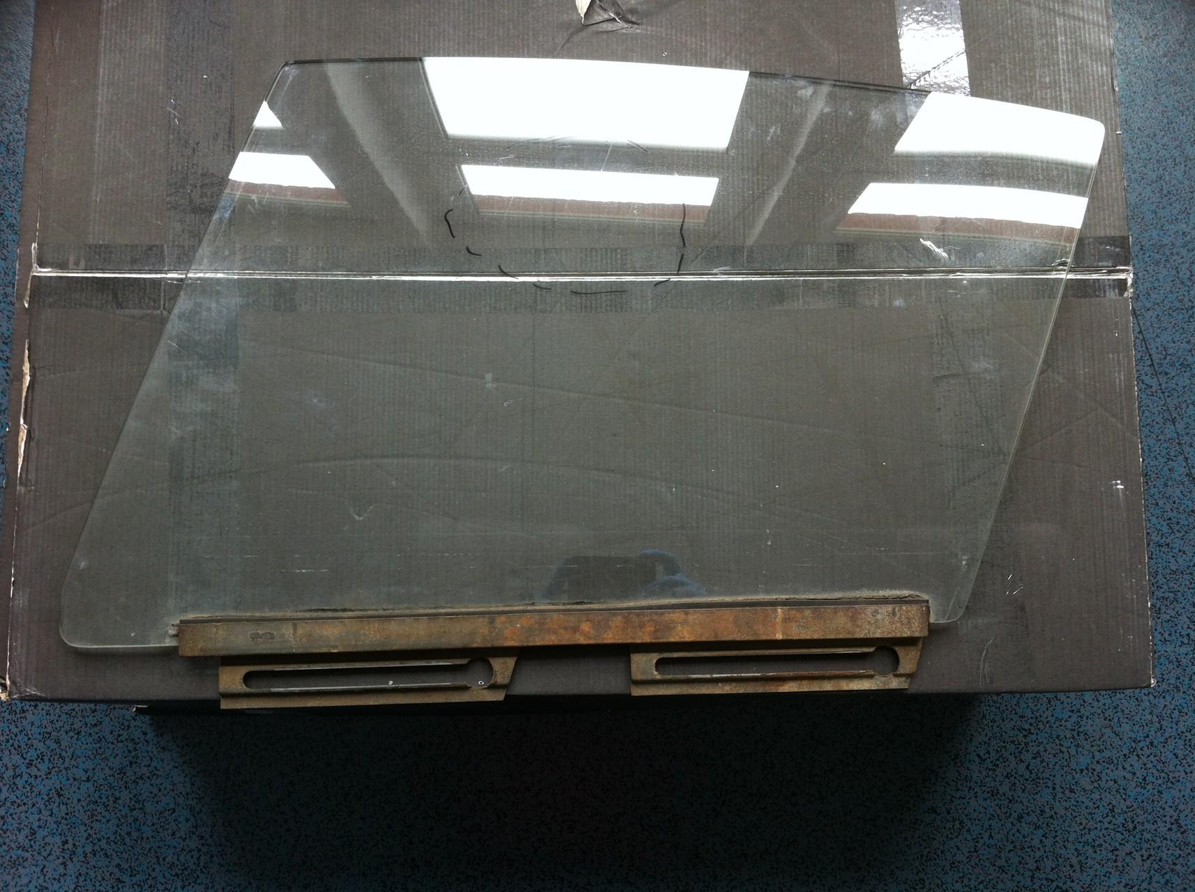 Kratzer auf Autoscheiben - Oldtimer Seitenscheibe