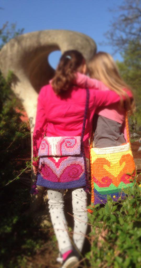 3. Klasse: Tasche mit selbstentworfenem Muster im Kreuzstich besticken – Da ist Durchhaltevermögen gefragt!