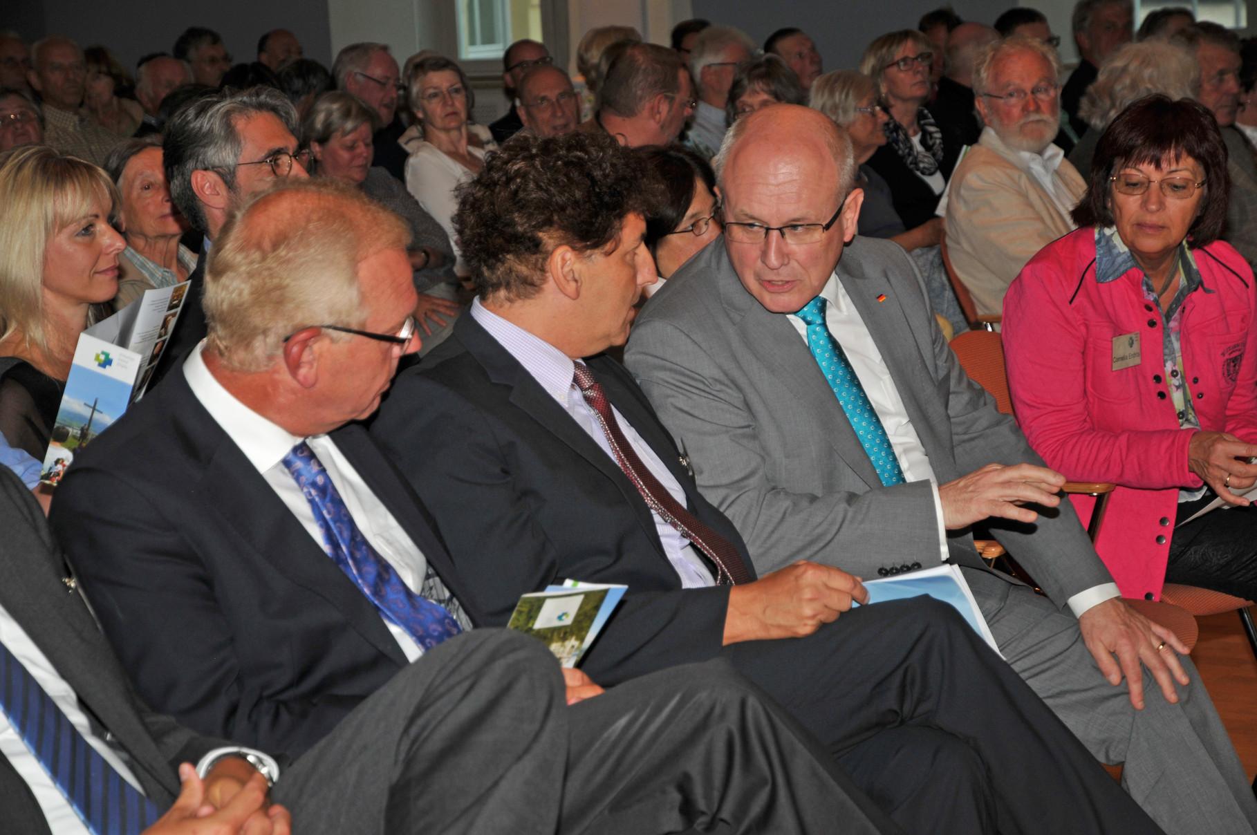 (von li.) CSU Vorsitzender Thomas Kreuzer, Stefan Vatter, Volker Kauder