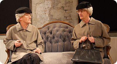 Kabarettist Steven Förster in der Doppelrolle als  Seniorinnen Annegret und Liesbeth