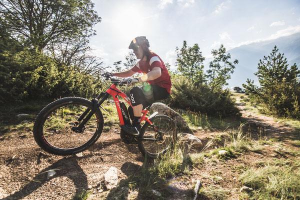 e-Mountainbikes mit Kettenschaltungen und elektronischen Schaltungen bei Ihrem e-motion e-Bike Händler probefahren
