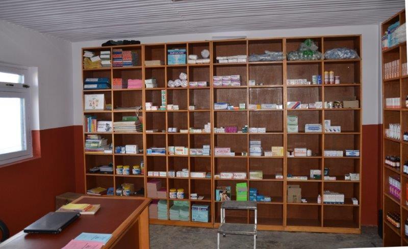 Arztzimmer mit Apotheke
