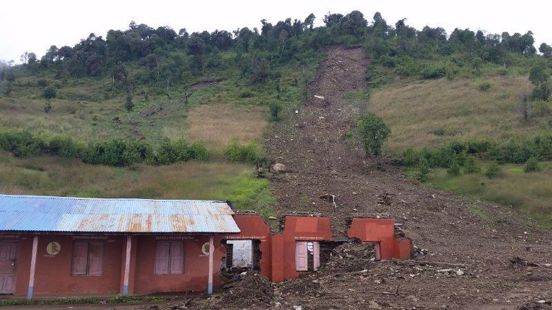 Eine Schlammlawine zerstörte die Schule in Bezirk 1