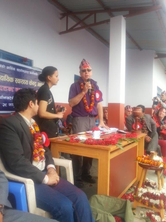 Ohne Reden geht es nicht, Klaus fasst sich kurz, die nepalischen Gäste länger