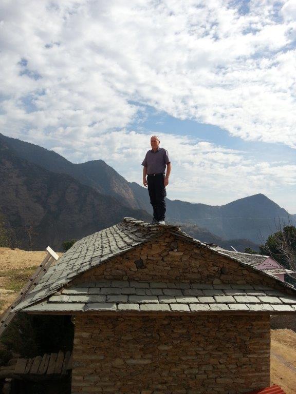Heiner, der Fotograf, sucht sich einen Platz mit gutem Überblick