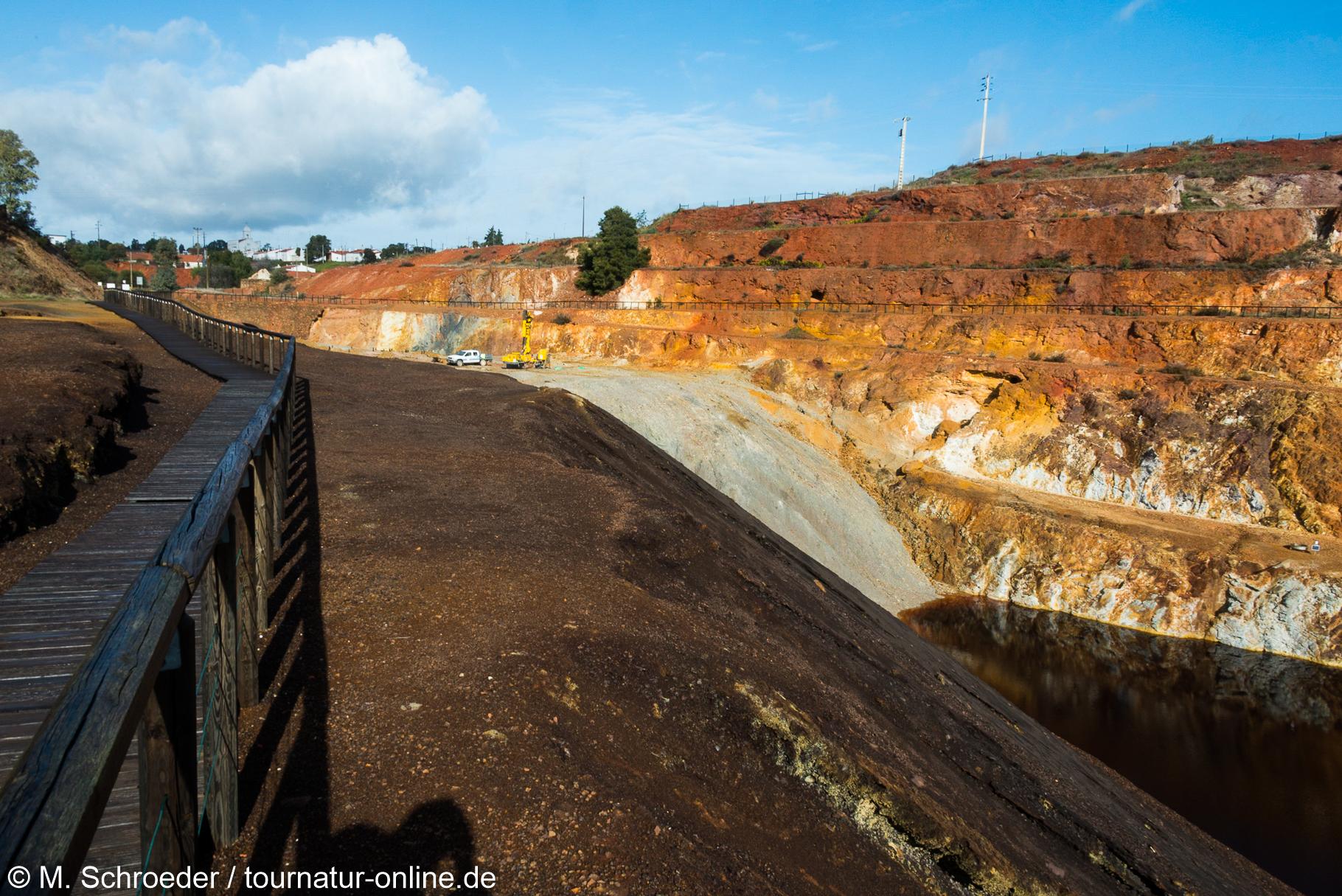 Blick in den Tagebau von Mina de São Domingos