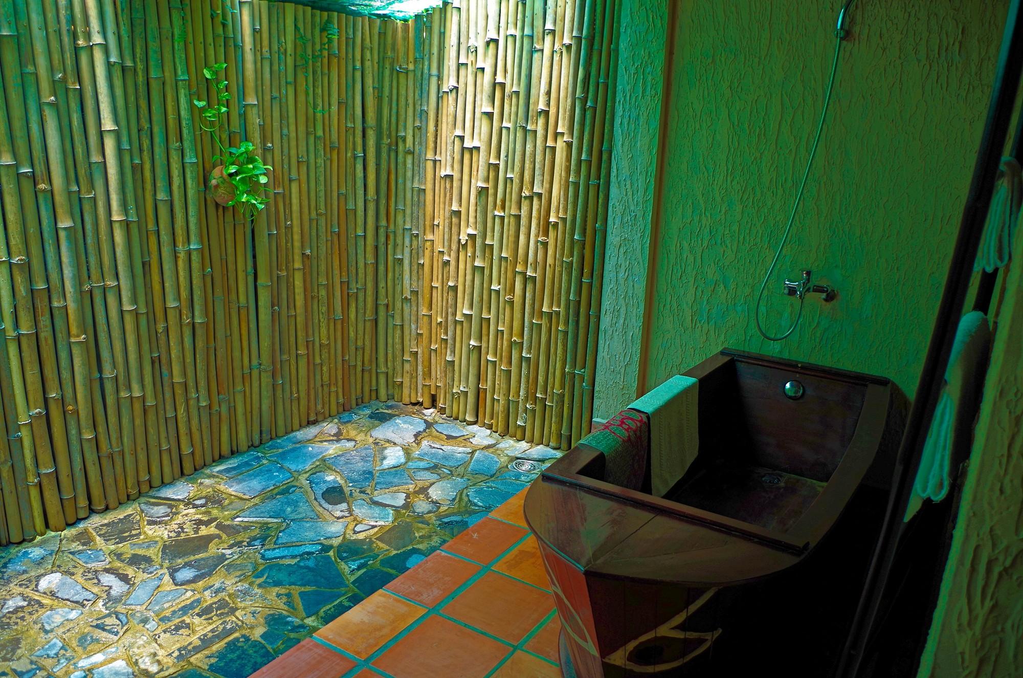 Salle de bain de plein air privative du Mekong Lodge