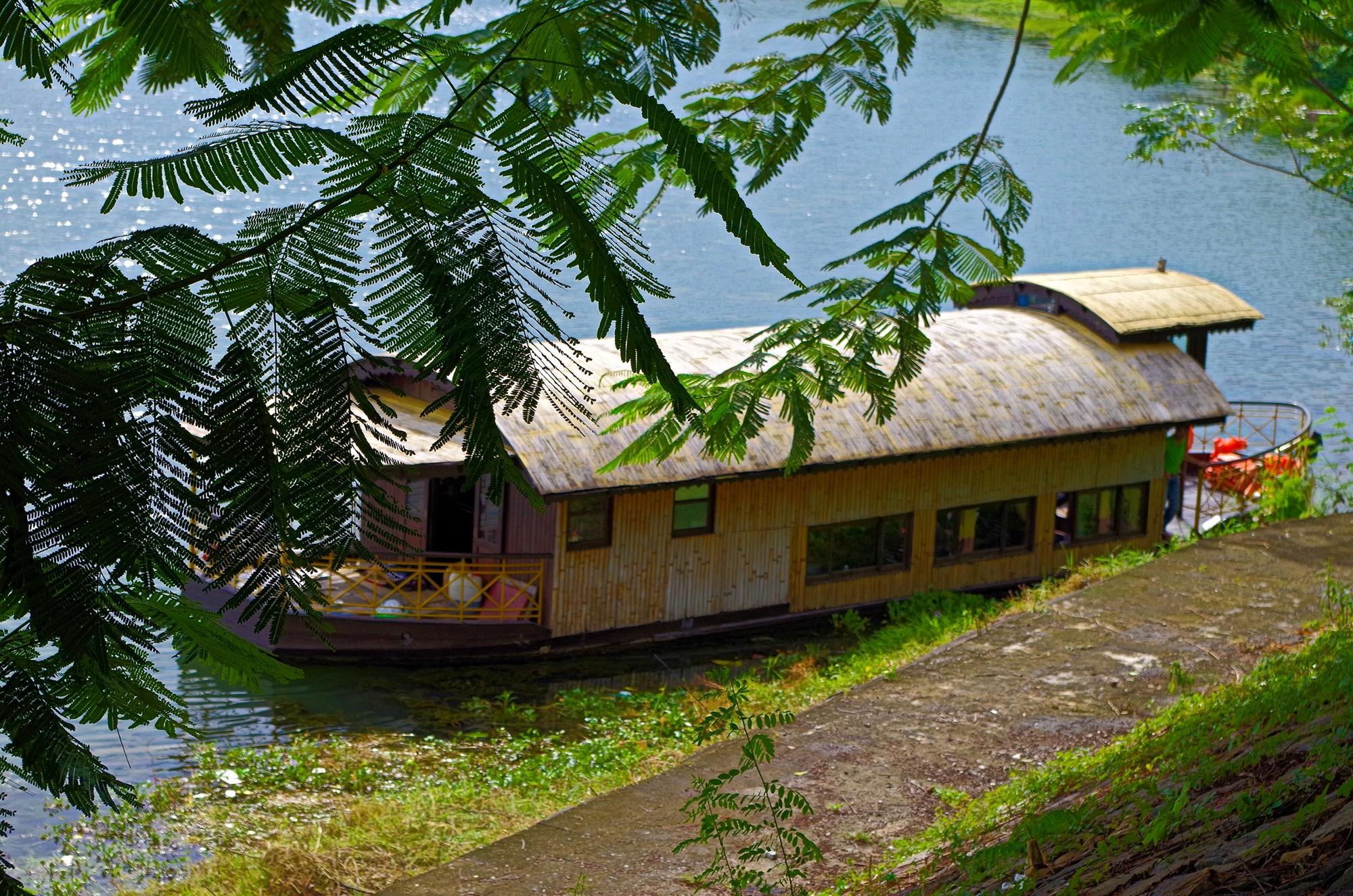En Sampan sur la rivière des parfums