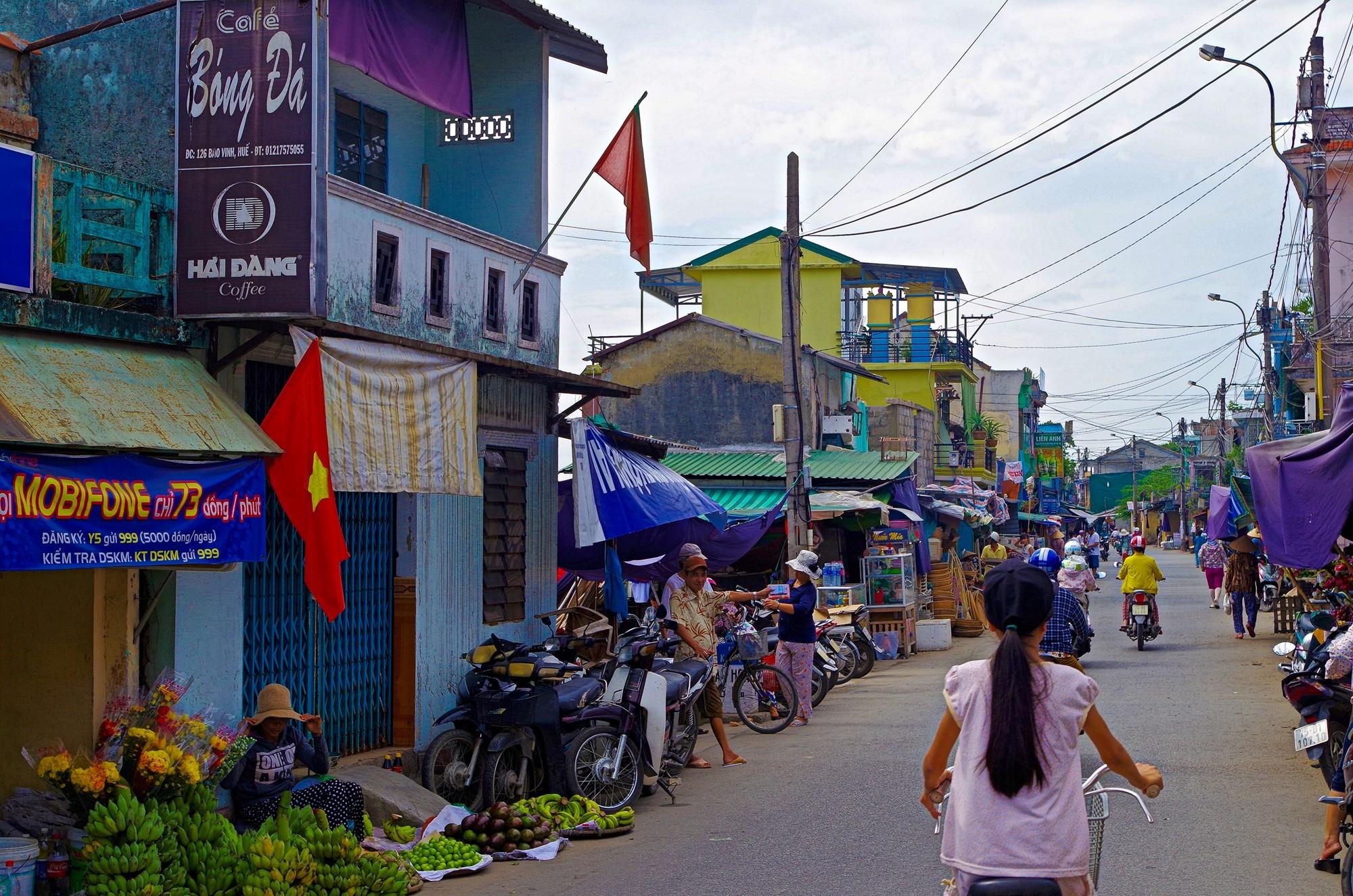 A vélo vers le marché de Dong Ba