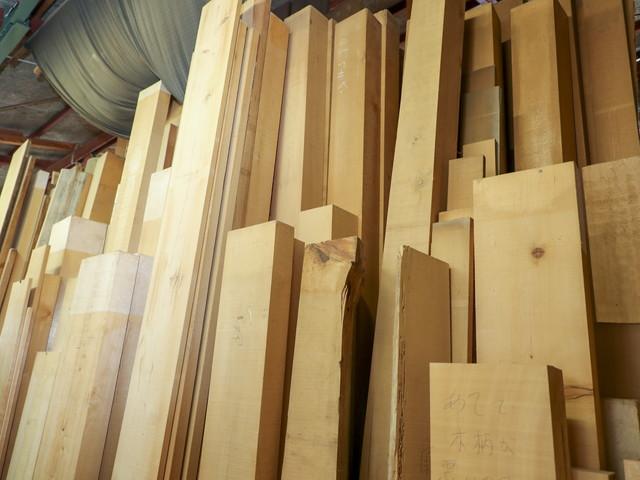 古川神具店は材料にこだわり木曽檜「官材 天然木」を使用します。