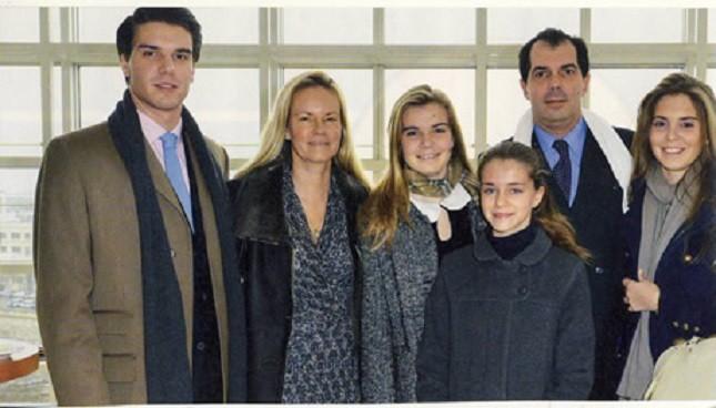 """OPERA BASTILLE PARIS. 9 DECEMBRE 2012. LES PRINCES ET LEURS 4 ENFANTS AVANT LE BALLET DON QUICHOTTE (AROP, """"RÊVE D'ENFANT"""")"""