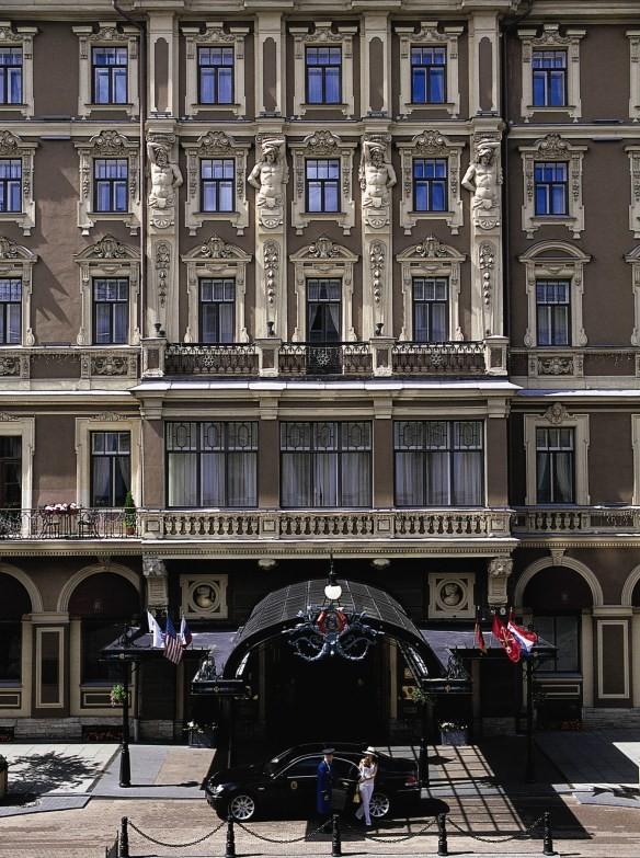 GRAND HOTEL DE L'EUROPE. LE MEILLEUR. SA RESTAURATION EST PROGRAMMEE ANNEE APRES ANNEE..