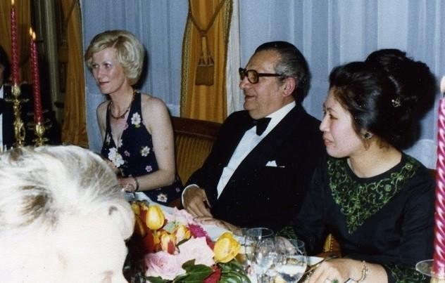 1976.  Jacqueline AUCLAIRE, Pierre MONFRAIS, député de l'Eure, Maguy TRAN.