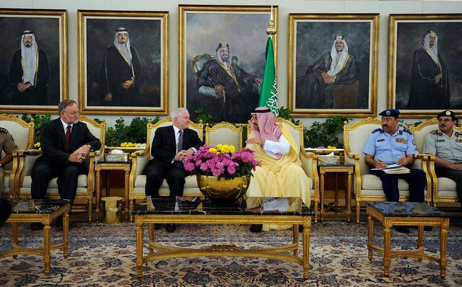 6 Avril 2011 . VISITE DE ROBERT GATES à Riyad.