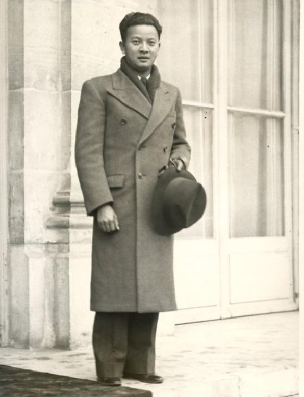 S.A.R.  LE PRINCE SAMDECH KROM PREAH SISOWATH MONIRETH à PARIS DANS LES ANNEES 1940. C* S.A.R  Pce RAVIVADDHANA SISOWATH MONIPONG