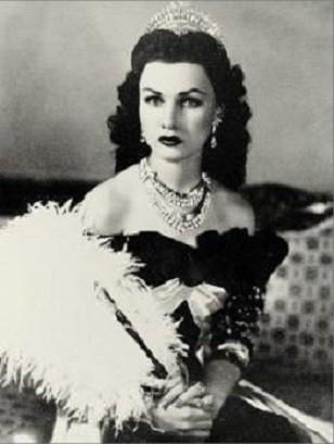 LA PRINCESSE FAWZIA 1921+2013, REINE D'IRAN (1939/1948) REMARIEE EN 1939 AU COLONEL CHIRINE. A GAUCHE SA FILLE LA PRINCESSE SHAHNAZ PAHLAVI.