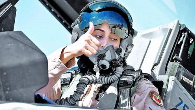 Maryam AL-MANSOURI née en 1979, première femme pilote de F15 en 2014
