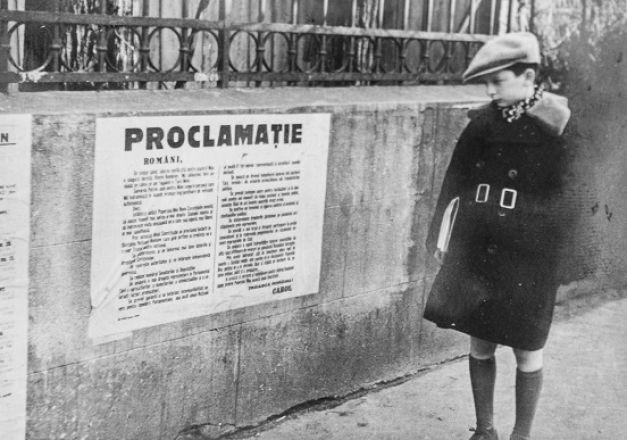 LE PAPA DE LUCA FACE à L'HISTOIRE.  C*.Archives Personnelles.