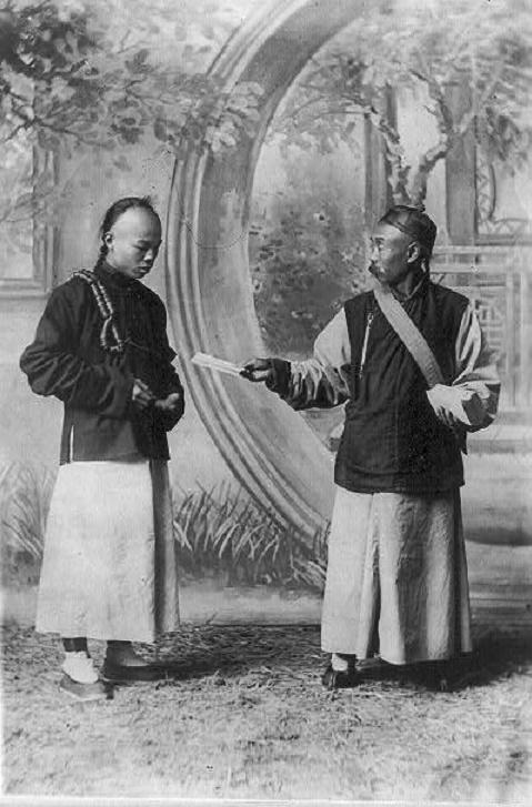 COLPORTEUR CHINOIS OFFRANT DES BIBLES