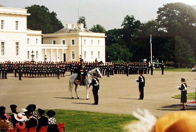 L'Académie Royale Militaire de Sandhurst est l'école de formation des officiers de l'Armée de terre britannique et ceux des pays liés par un accord de coopération.