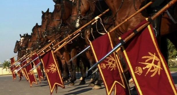 LA CAVALERIE ROYALE qui existe depuis plus de 30 ans. 1250 chevaux et 350 cavaliers. UN ESCADRON unique:120 FEMMES