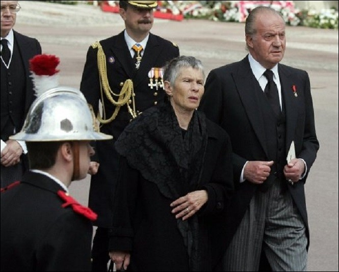 AVRIL 2005. MONACO. LA PRINCESSE FERIAL DEJA TRES MALADE, AUX OBSEQUES DU PRINCE RAINIER.
