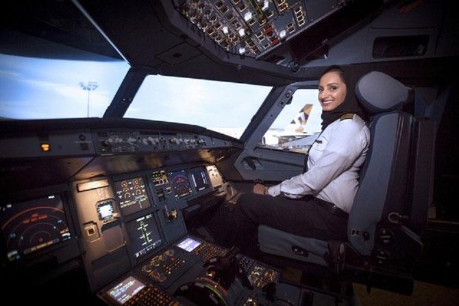 Aisha AL MANSOURI , pilote d'un A 380 en 2016.