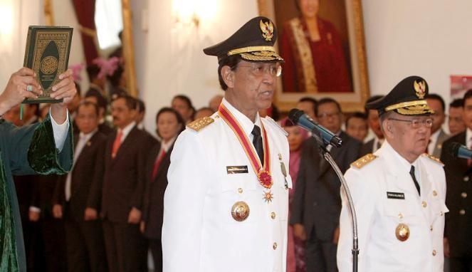 2012.  Le sultan HAMENGKU BUWONO X, Gouverneur de YOGYAKARTA et le Prince PAKU ALAM IX, Vice-Gouverneur.
