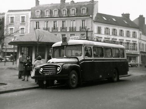 UN CAR DES ANNEES 50.
