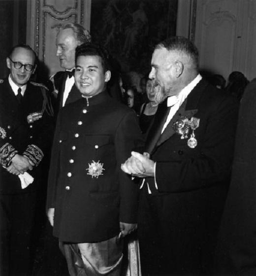 SEPT.1946 PARIS. LE ROI NORODOM SIHANOUK. C* ROBERT DOISNEAU