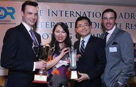 COLUMBIA LAW SCHOOL. 29 AOÛT 2011. De g.à dt :DARREN JACKSON,the Best Mediator; FENNIE WANG,the Best Oralist; CHAO HUAN,                                                      MARK ROCKEFEELLER,leur coach. International Arbitration and Mediation Competition