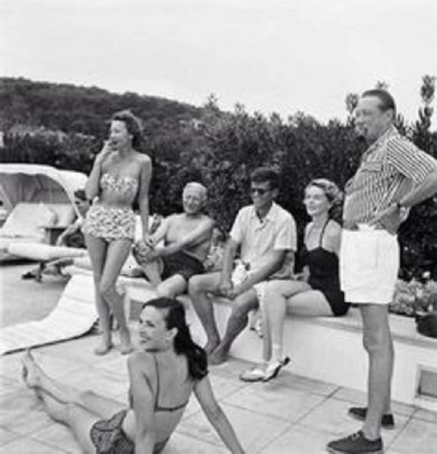 12 AOÛT 1953. g .à dte : Elise HUNT, Jean de LIMUR, John. F. KENNEDY sénateur inconnu, Florette ORMEA 3è femme de LARTIGUE (allongée au 1er plan). C* Collection J.H Lartigue
