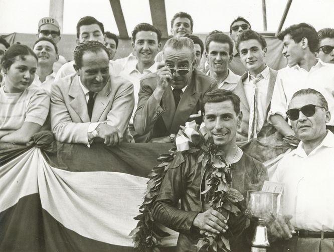 DOMENICO ET SES FRERES AVEC VITTORIO BRAMBILLA, DEVENU PILOTE DE COURSE AUTOMOBILE (1937 + 2001).