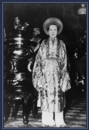 La reine mère TU CUNG, 21 Janvier 1890 + 3 Octobre 1980, Huê MERCI alaintruongdotcom.worldpress.com