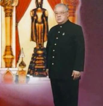 SON ALTESSE ROYALE LE PRINCE REGENT SAURYAVONG SAVANG né LE 22 JANVIER 1937 à HOY LAT RESIDENCE LUANG PRABANG