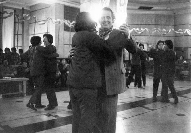 CHINE 79. PREMIER TANGO à PEKIN AVEC YVON SAMUEL