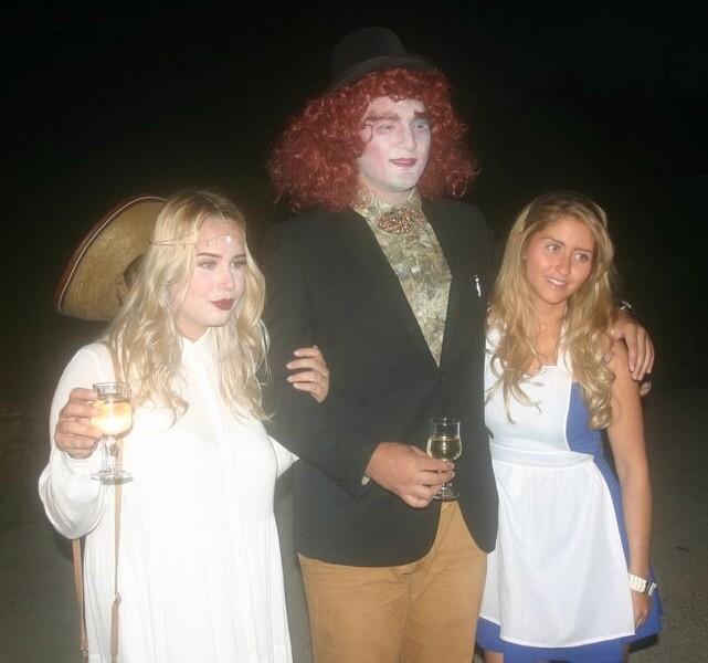de gauche à droite : ALEXIANE, LA FIANCEE D'HAMED, HAMED et FIONA