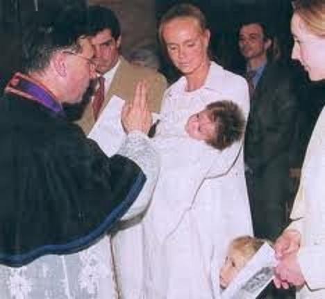 BAPTÊME DE S.A.R LA PRINCESSE ZITA DE BOURBON PARME née LE 1er AVRIL 1999.