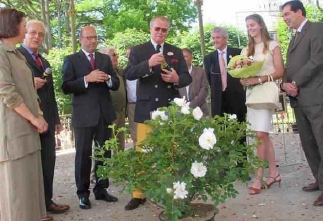 LOCHES. JUIN 2013. BAPTÊME DE LA ROSE AGNES SOREL AVEC LA PRINCESSE CHARLOTTE.