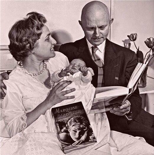 1957. ANNE et SERGE GOLON AVEC LEURS BABIES, PIERRE  et ANGELIQUE ! !
