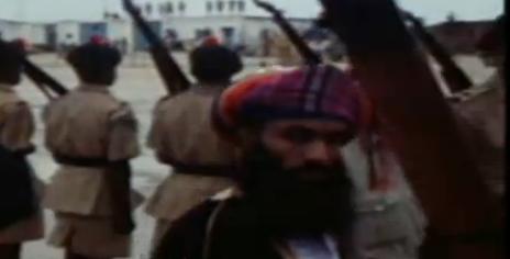 Salalah. Juillet 1970. Après la déposition de son père le nouveau Sultan part aussitôt à Mascate.